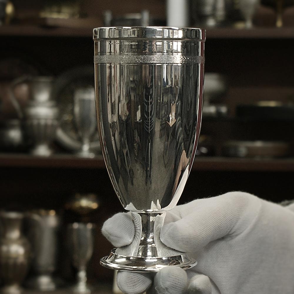 Сребърна чаша за вода